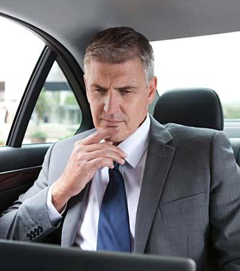 businessman_in_car_with_laptop_is098tl62