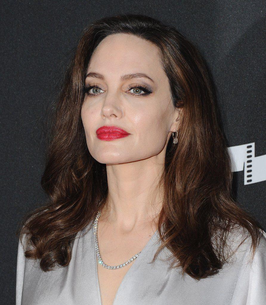 sztárok titkos hajápolási trükkjei, Angelina Jolie