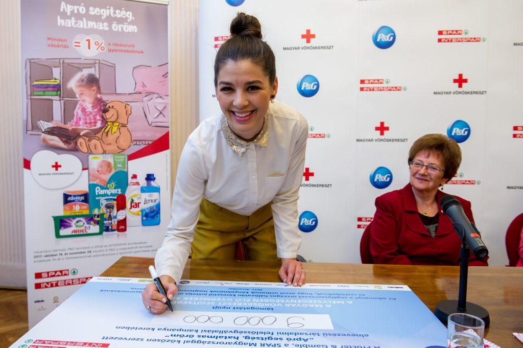 Adományátadó P&G, Spar, Magyar Vöröskereszt