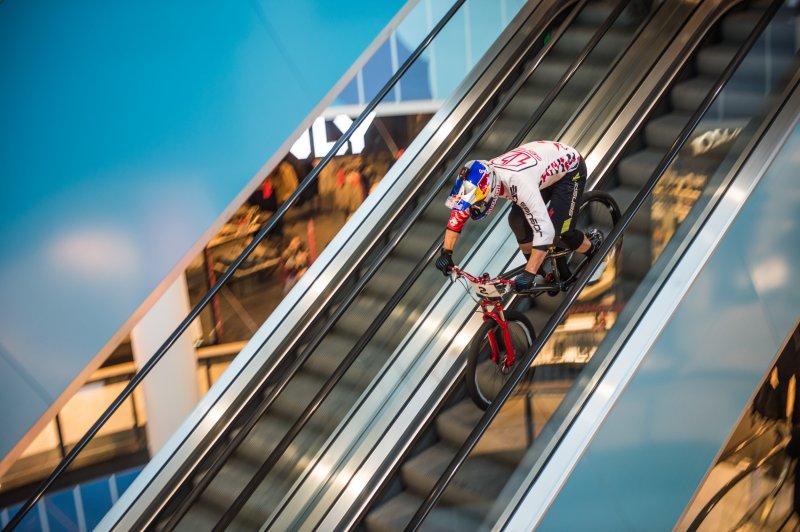 Downmall Árkád extrém freestyle kerékpár futam, rúzs és más
