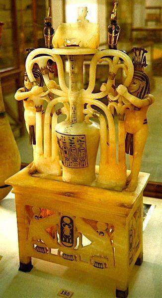Tutanhamon parfümtartója, illatakadémia, rúzs és más