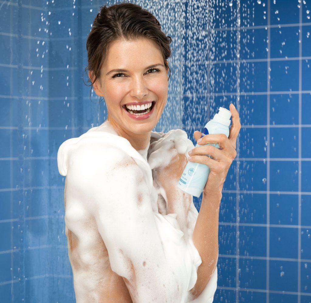 Zuhanyzás NIvea Silk Mousse selymes habbal