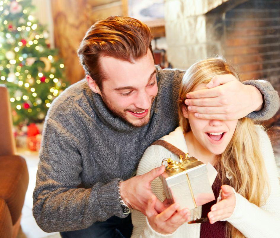ajandékozás az első együtt töltött karácsonyon