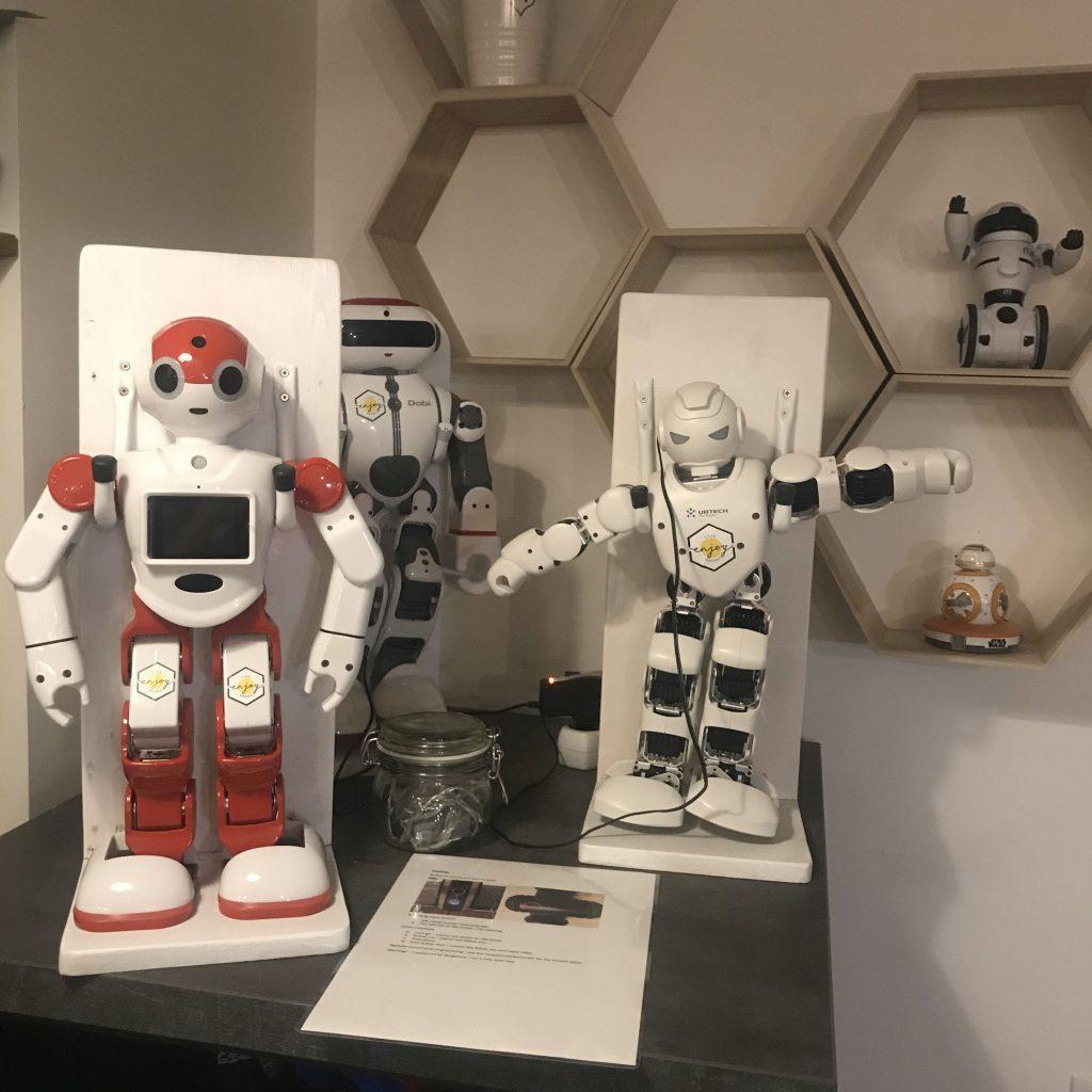 robot, robotika, kávézó, enjoy budapest café, rúzs és más