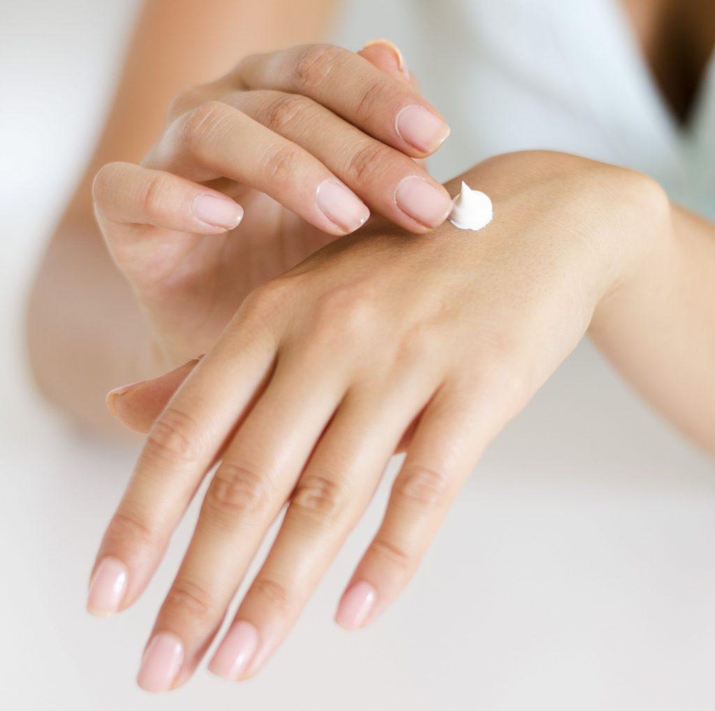 cerave, regeneráló kézkrém, kéz, kezek, hideg, tél, kézkrém, rúzs és más