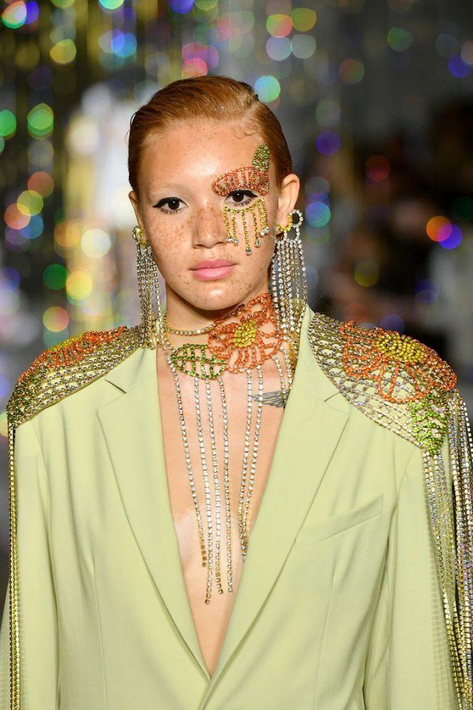 arcékszer, smink, strassz, trend, fashion week, kifutó, haute couture, divat, rúzs és más, arcdekor