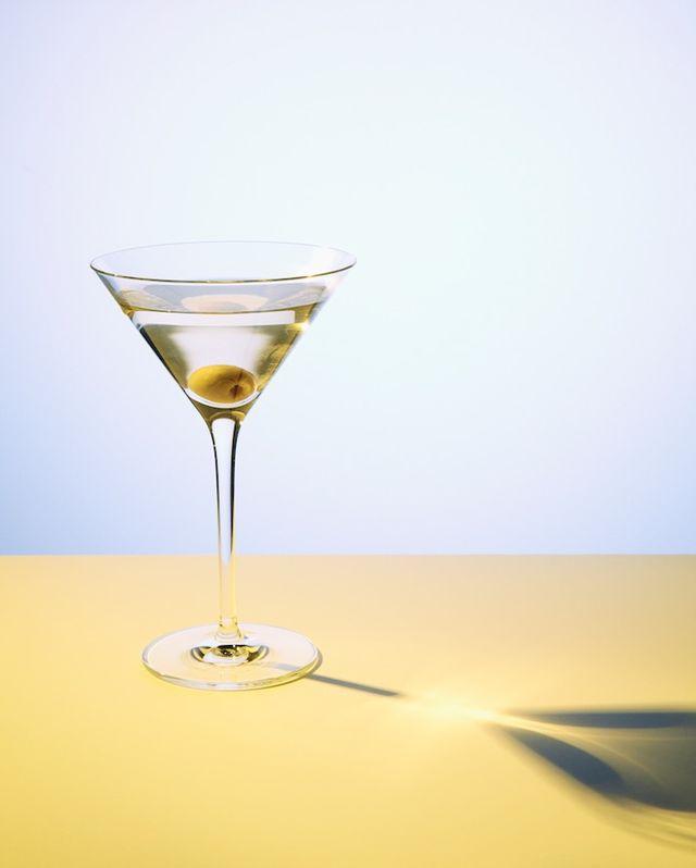 alkohol, alkohol hatása bőrre, bőrre ártalmas, ital, italok, koktél, vörösbor, pezsgő, prosecco. rúzs és más