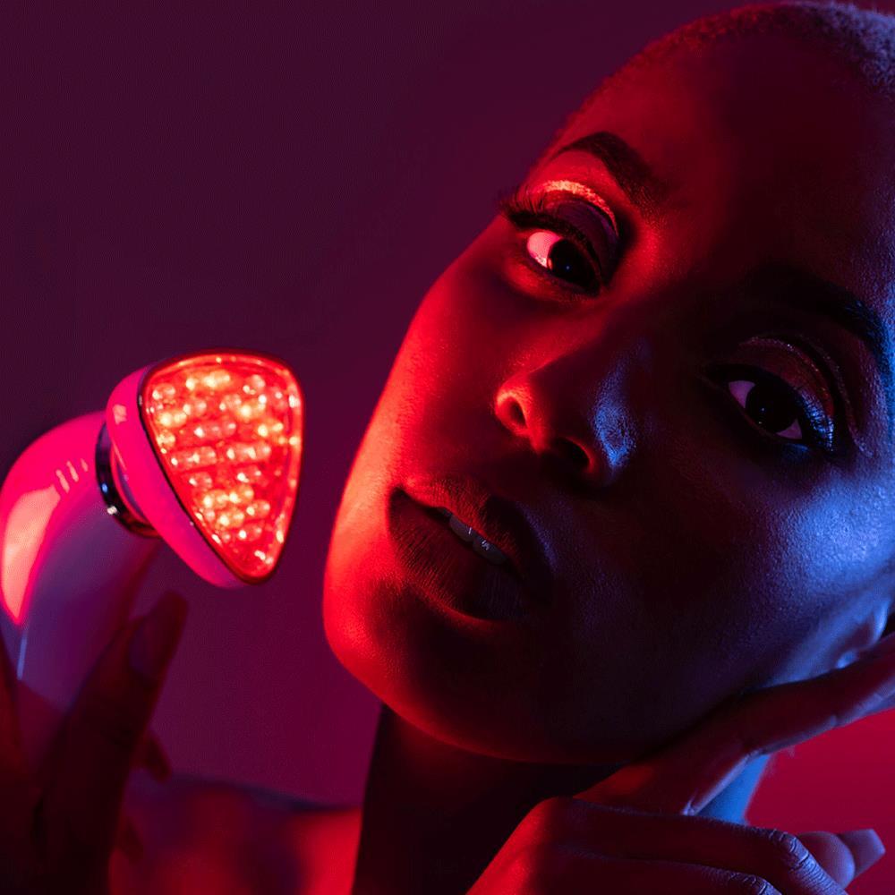 led, fényterápia, fényterápiás kezelésm maszk, színes fények, bőrfiatalítás, fény hatása a bőrre, rúzs és más