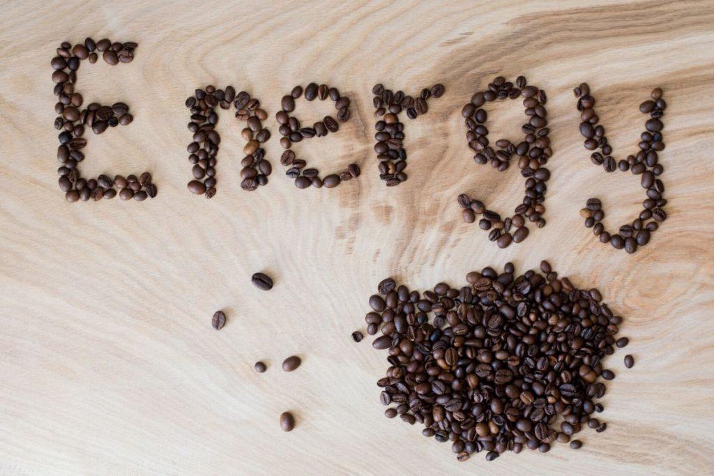 koffein, jótékony hatás, előny, tudomány, kávé, kávéfogyasztás, energiaszint, fogyás, rúzs és más