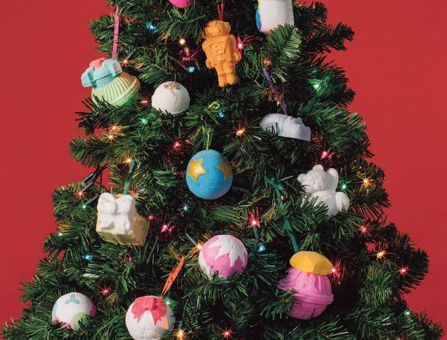lush, karácsony 2020, limitált, karácsonyi, fürdőkozmetikum, fürdőbomba, habfürdő, tusolózselé, bőrradír, ajándékcsomag, adventi naptár, rúzs és más