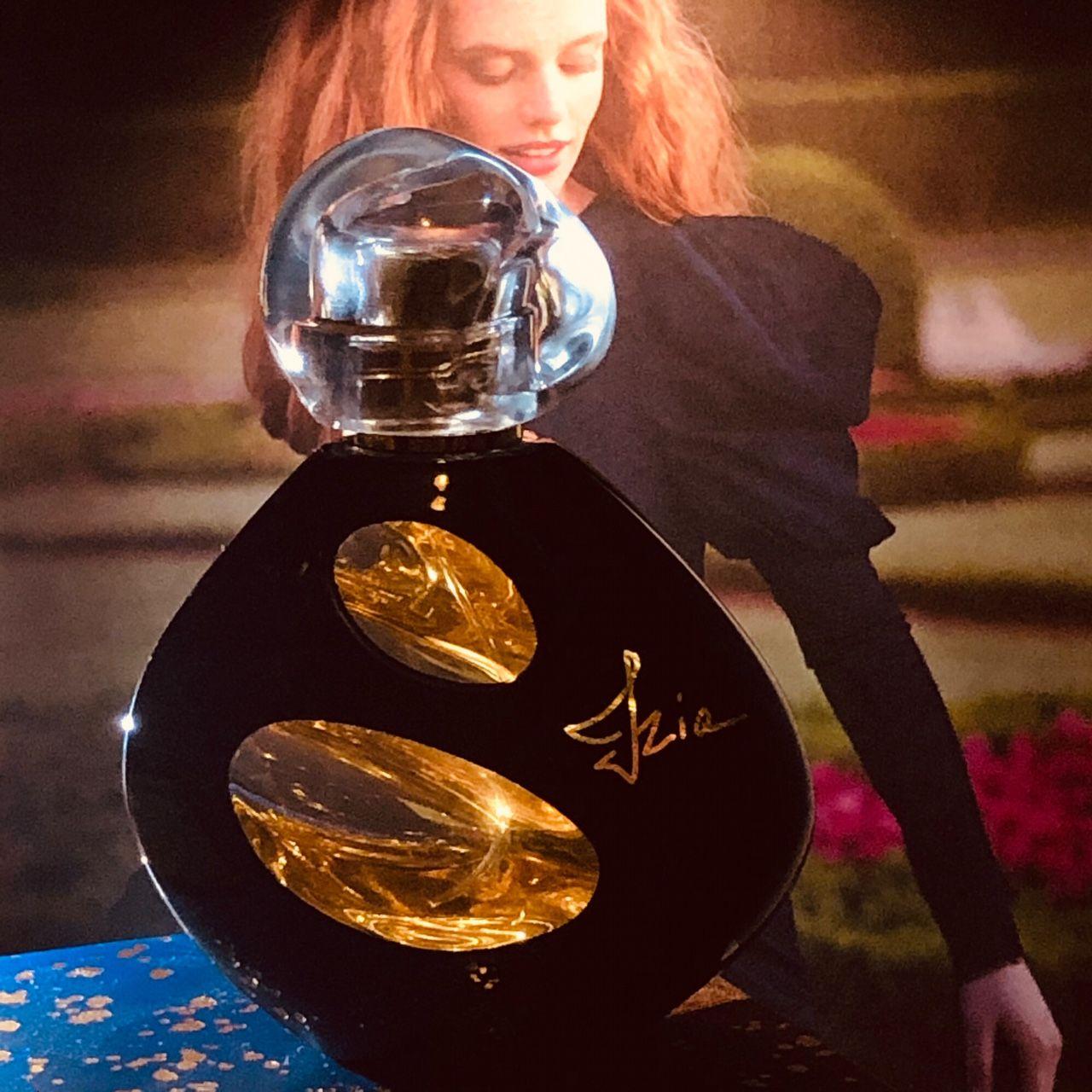 izia, izia la nuit, edp, parfüm, illat, éjszaka, szerelem, rózsa, isabelle d'ornano, rúzs és más, intenzív, fényűző, elegáns