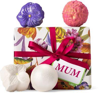 lush, anyák napja, édesanya, kényeztetés, fürdőkozmetikum, fürdőgolyó, habfürdő, ajándék, ajándékcsomag, rúzs és más, illatos